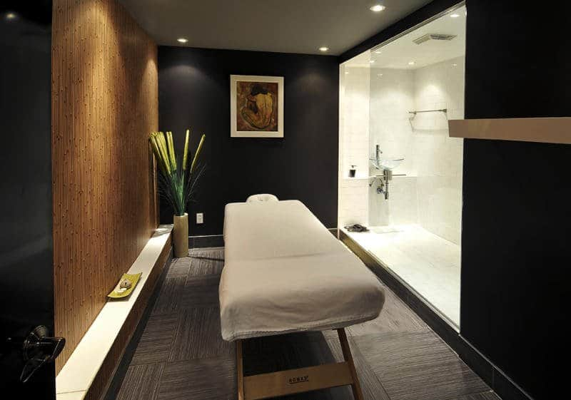 Spa Oasis Montreal bed